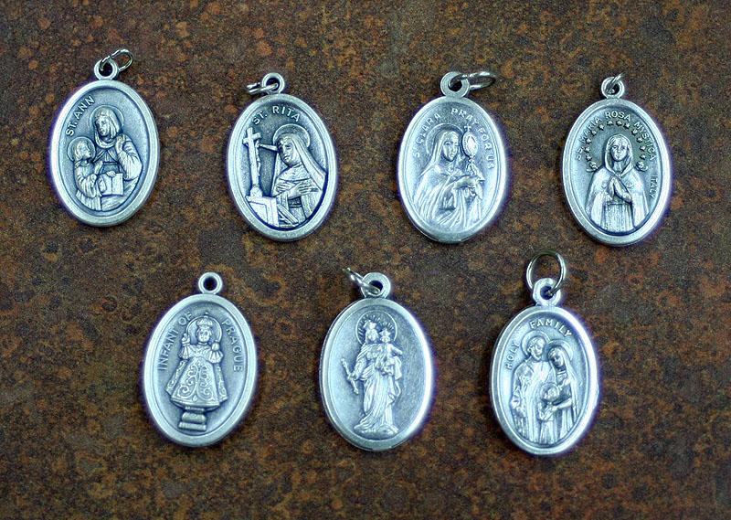 右上から:聖アンナ(聖母マリアの母:出産の守護聖人)聖リタ(家族の幸せ... ギフトショップ:奇