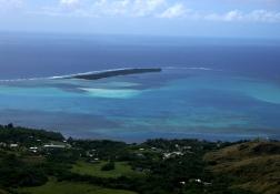 遠くにみるココス島